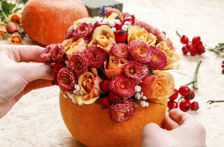 Decori d'autunno: zucca porta fiori