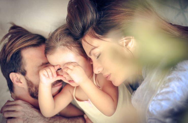 Co-sleeping. dormire con mamma e papà fa bene