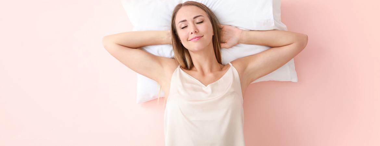Combattere il mal di testa a letto