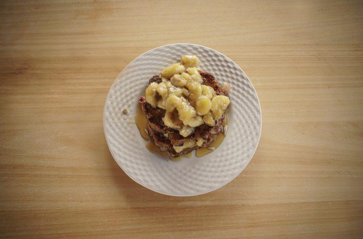 pancake light e vegano con banane e sciroppo d'acero